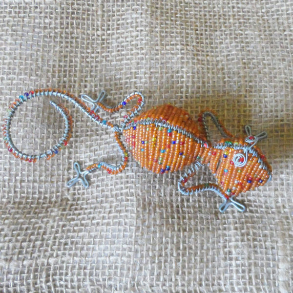 Beaded gecko to hang on the wall