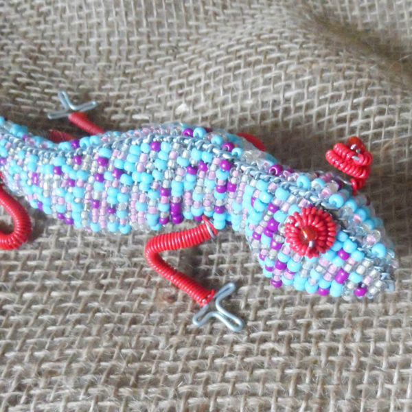Beaded candle holder in the shape of a gecko