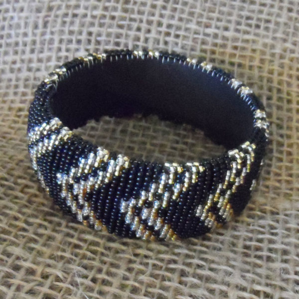 BgEAgbrz-bangles-beaded-Zulu-geometric-for-sale-bazaar-africa