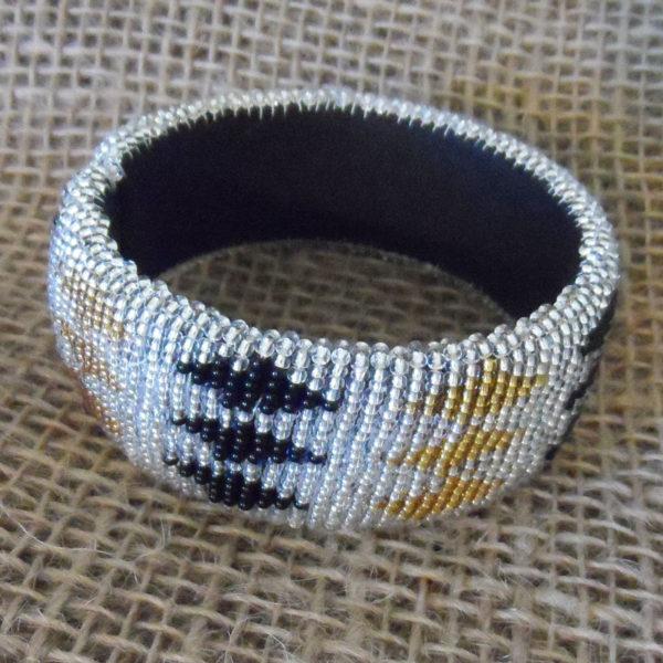 BgEArsgd-bangles-beaded-Zulu-geometric-for-sale-bazaar-africa