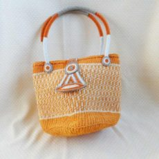 Bkio-Kenyan-kiondo-bag-orange-geometric-clasp-600x600Handbags-handmade-of-sisal-with-beaded-clasp-and-handles-from-Kenya-for-sale-bazaar-africa