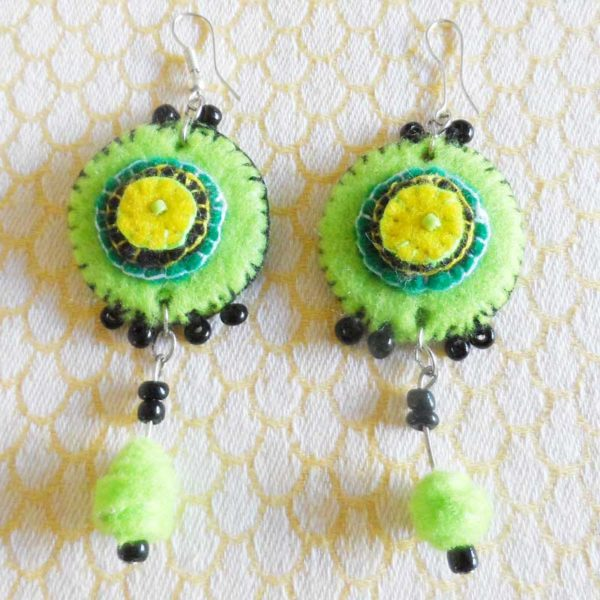 EaZlg-Felt-disc-handsewn-earrings-for-sale-bazaar-africa