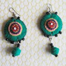 EaZrg-Felt-disc-handsewn-earrings-for-sale-bazaar-africa