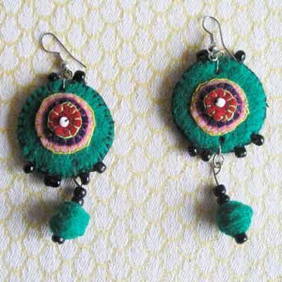 EaZrg-Felt-disc-handsewn-earrings-for-sale-bazaar-africa