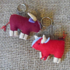 KYfb-felt-bull-hand-sewn-key-ring-for-sale-bazaar-africa