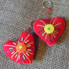KYfh-felt-heart-hand-sewn-key-ring-for-sale-bazaar-africa