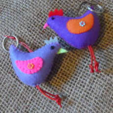KYfh-felt-hen-hand-sewn-key-ring-for-sale-bazaar-africa