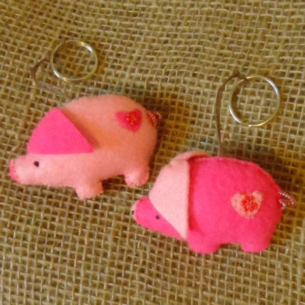 KYfp-felt-pig-hand-sewn-key-ring-for-sale-bazaar-africa