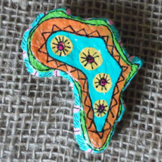 PMZb2-papier-mache-brooch-hand-painted-Swaziland-for-sale-bazaar-africa
