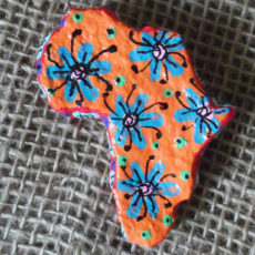 PMZb4-papier-mache-brooch-hand-painted-Swaziland-for-sale-bazaar-africa