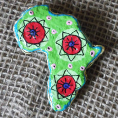PMZb5-papier-mache-brooch-hand-painted-Swaziland-for-sale-bazaar-africa