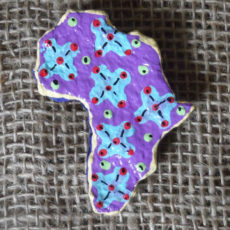 PMZb6-papier-mache-brooch-hand-painted-Swaziland-for-sale-bazaar-africa