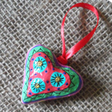 PMZh1-papier-mache-heart-hand-painted-Swaziland-for-sale-bazaar-africa