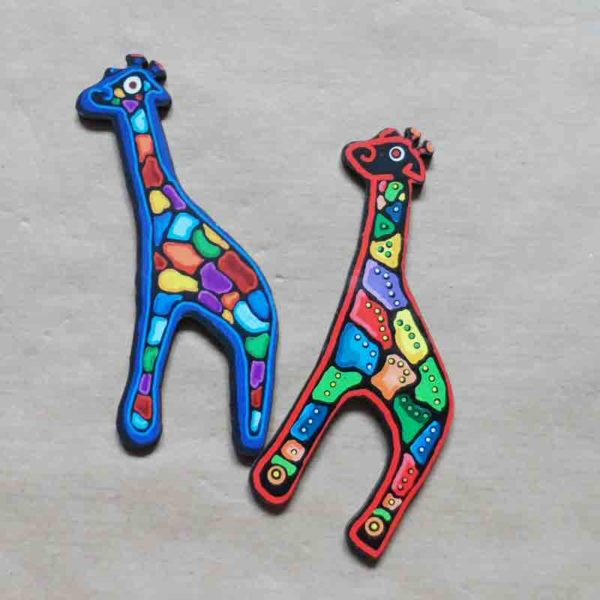 Wooden-animal-magnets-original-giraffe