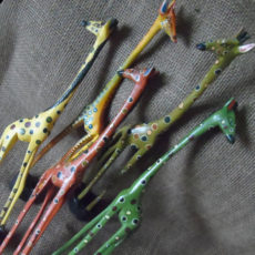 Wooden-painted-Kenyan-giraffes-for-sale-bazaar-africa