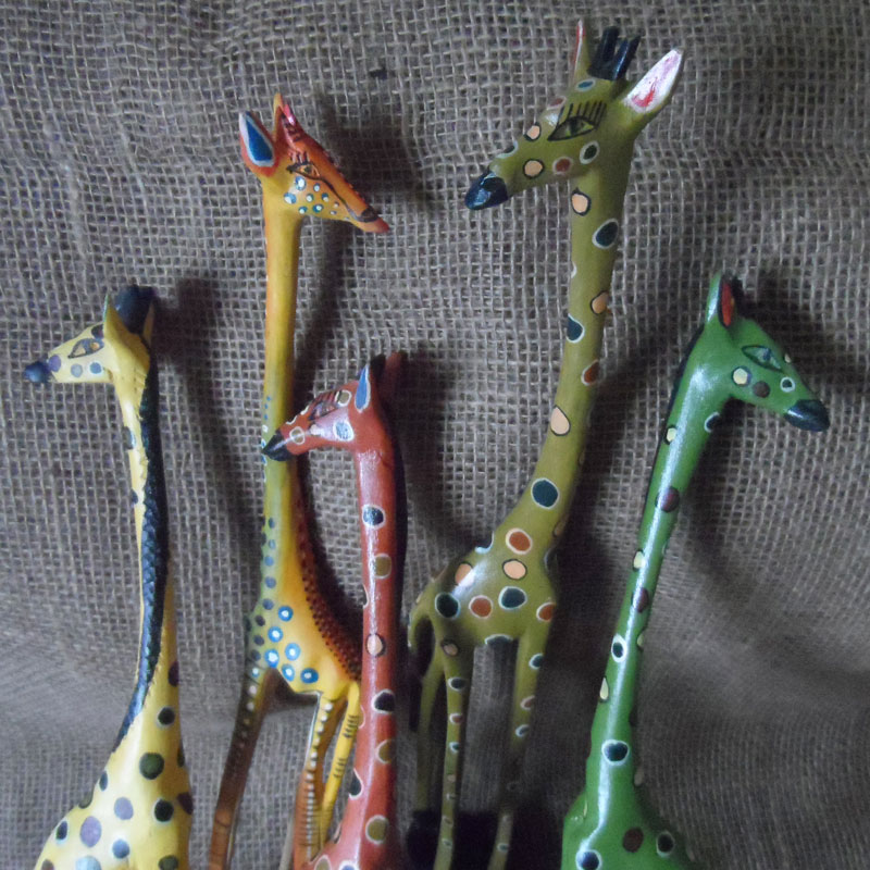 Wooden-painted-giraffes-from-Kenya-for-sale-bazaar-africa