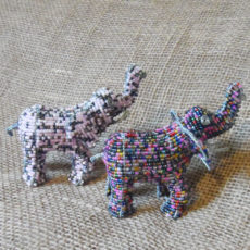 Beaded-3D-elephants-on-wire-frames-for-sale-bazaar-africa