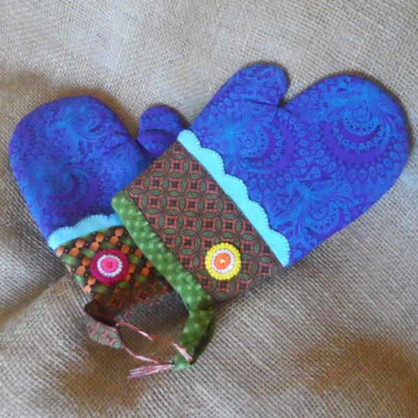 OGZc-Oven-gloves-Shwe-Shwe-fabric-handmade-felt-decoration-for-sale-bazaar-africa-.JPG