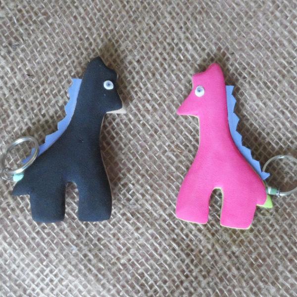 flat-keyring-giraffe-Kenyan-recycled-flip-flop-for-sale-bazaar-africa
