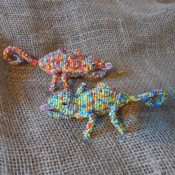Beaded-3D-animals-chameleon-on-wire-frames-for-sale-bazaar-africa