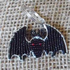 KYibt-flat-keyring-beaded-bat-wire-South-African-for-sale-bazaar-africa.jpg