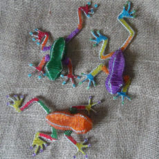 beaded-3D-tree-frog-on-wire-frames-for-sale-bazaar-africa