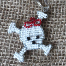 KYisk-flat-keyring-beaded-skull-cross-bones-wire-South-African-for-sale-bazaar-africa.jpg