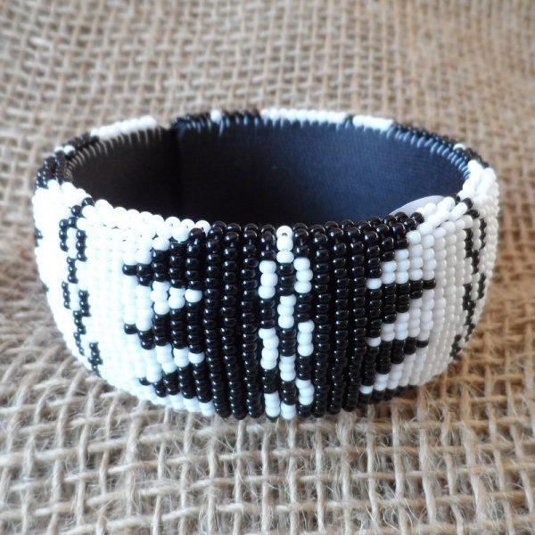 BgEAbw1-bangles-beaded-Zulu-geometric-for-sale-bazaar-africa