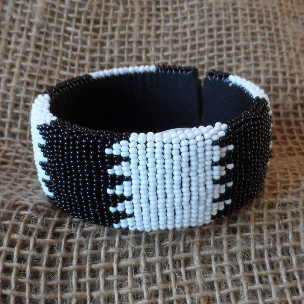 BgEAbw2-bangles-beaded-Zulu-geometric-for-sale-bazaar-africa