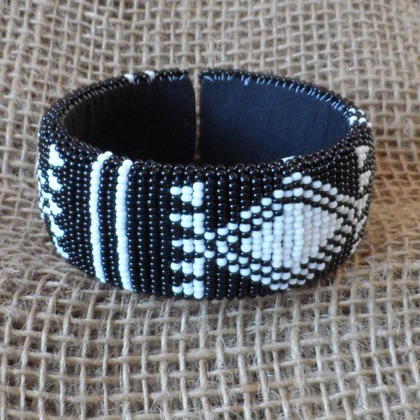 BgEAbw3-bangles-beaded-Zulu-geometric-for-sale-bazaar-africa
