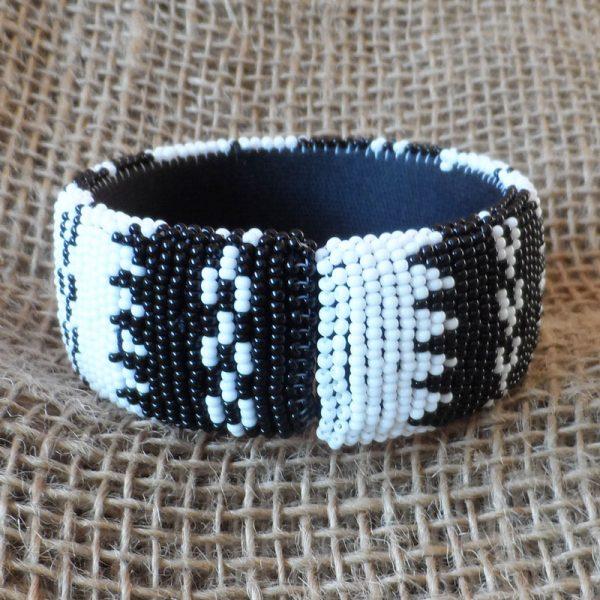 BgEAbw4-bangles-beaded-Zulu-geometric-for-sale-bazaar-africa