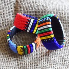 Big-bangles-bright-beaded-Zulu-geometric-for-sale-bazaar-africa
