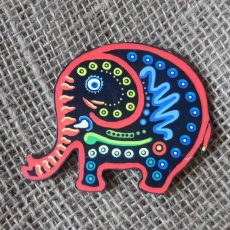 MGWTe-Wooden-elephant-magnets-for-sale-bazaar-africa